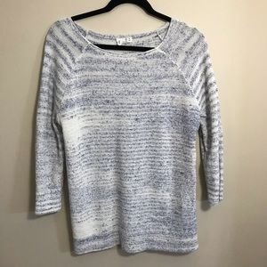 WHITE AND BLUE 3/4 SLEEVE SWEATER